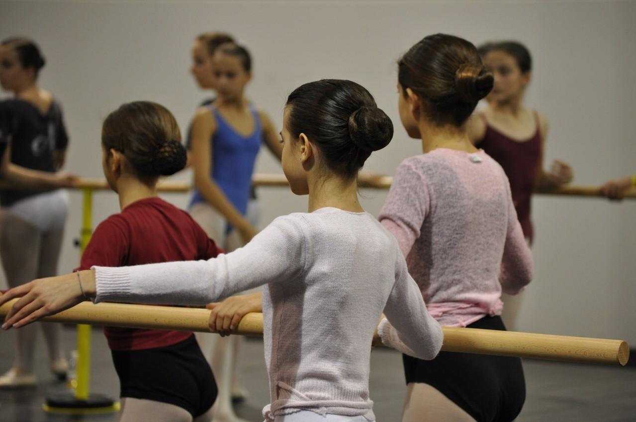Dlaczego warto wysłać dziecko do szkoły baletowej?